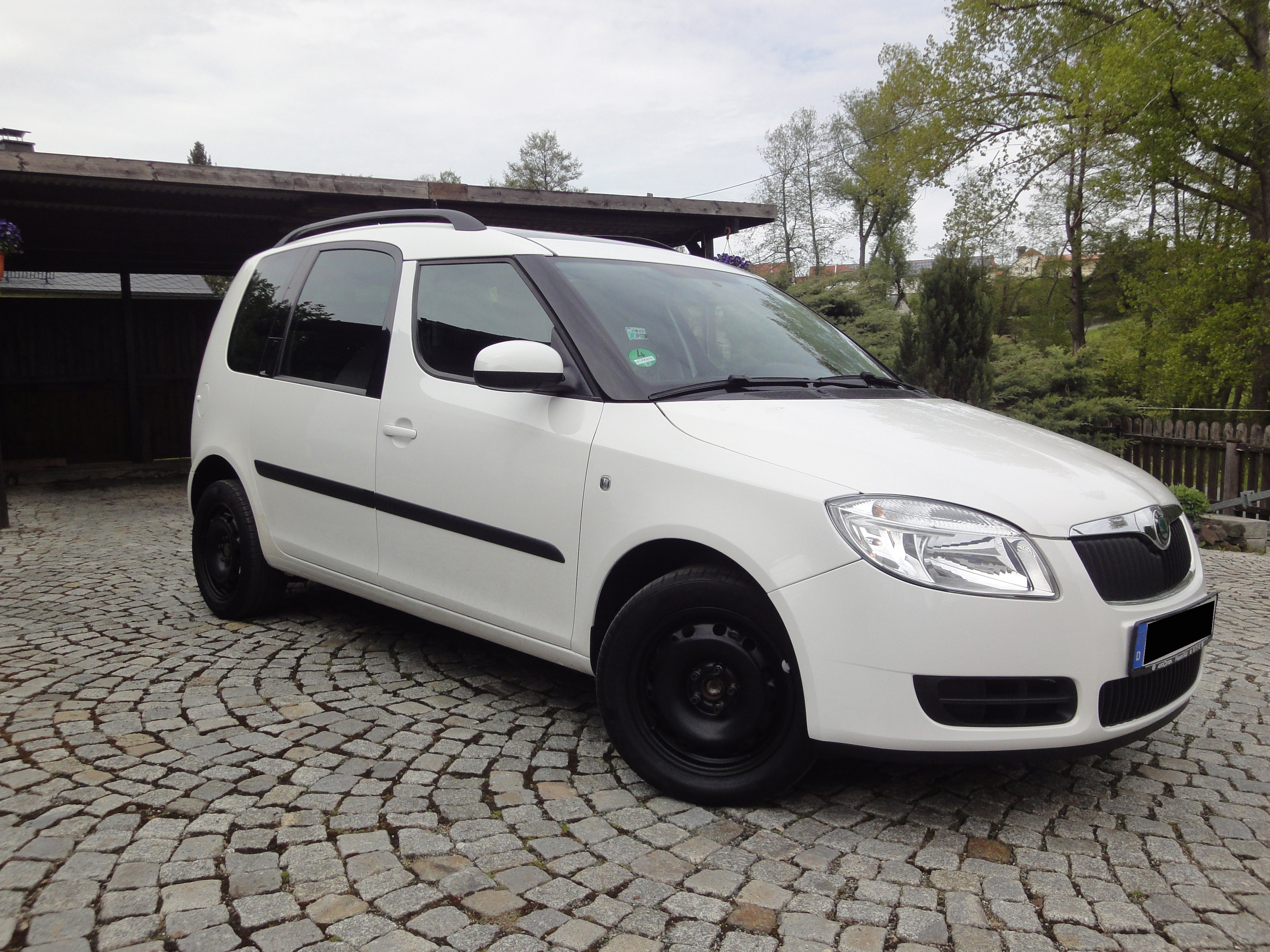 skoda roomster 1 4 16v style plus sondermodell m panoramadach wr biete. Black Bedroom Furniture Sets. Home Design Ideas