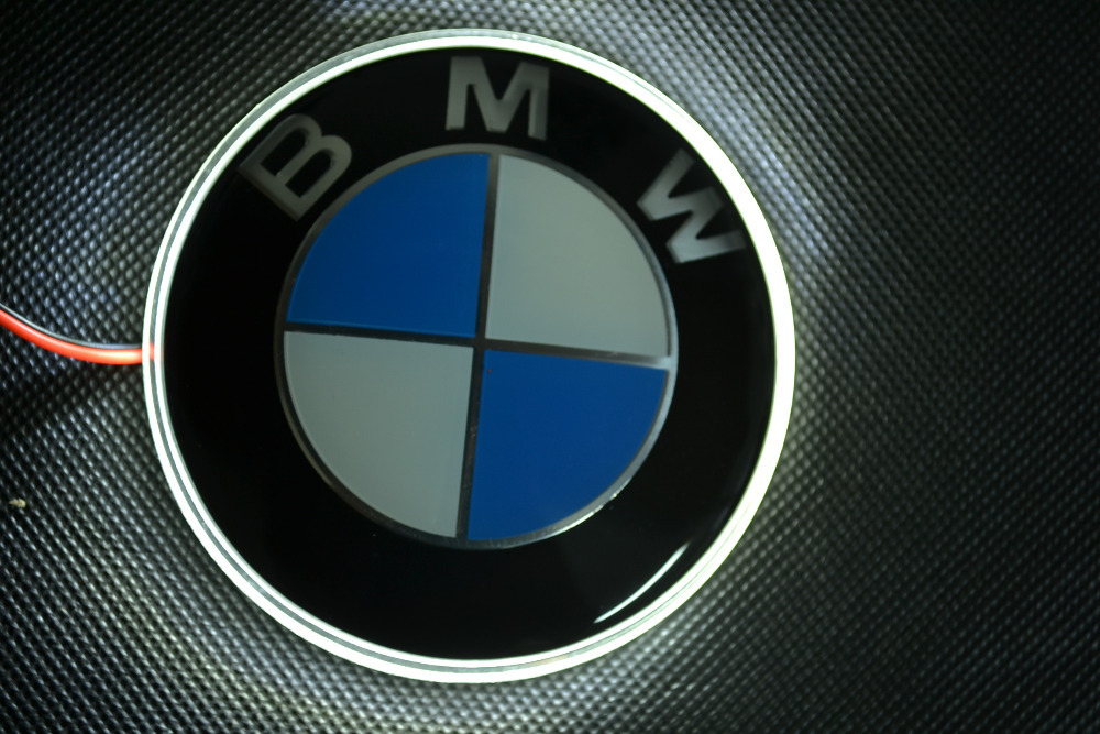 bmw led logo 82mm xenon wei licht badge emblem bmw x3 x5 x6 z4 h biete. Black Bedroom Furniture Sets. Home Design Ideas