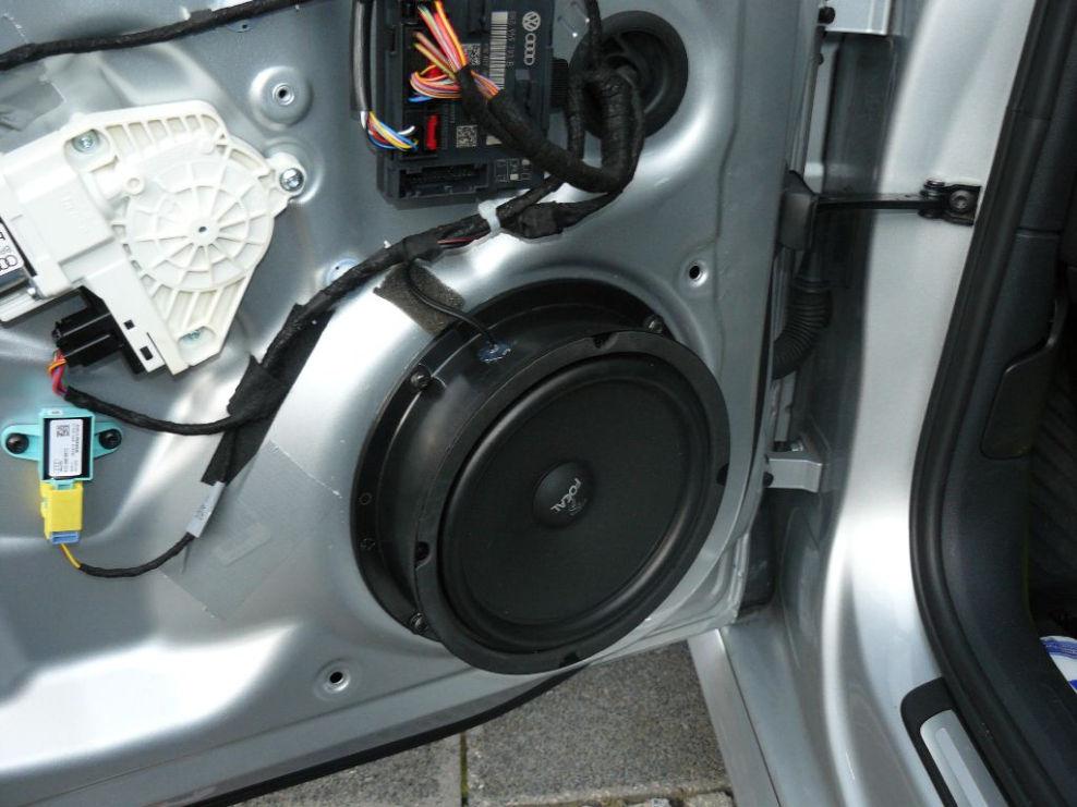lautsprecher vorne eingebaut lautsprecherumbau verst rker subwoofer im avant audi a4 b8. Black Bedroom Furniture Sets. Home Design Ideas