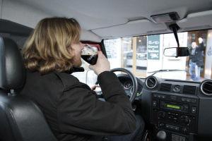 Dieses Foto dient nur der Verdeutlichung des Themas. MOTOR-TALK lehnt Alkohol am Steuer kategorisch ab.