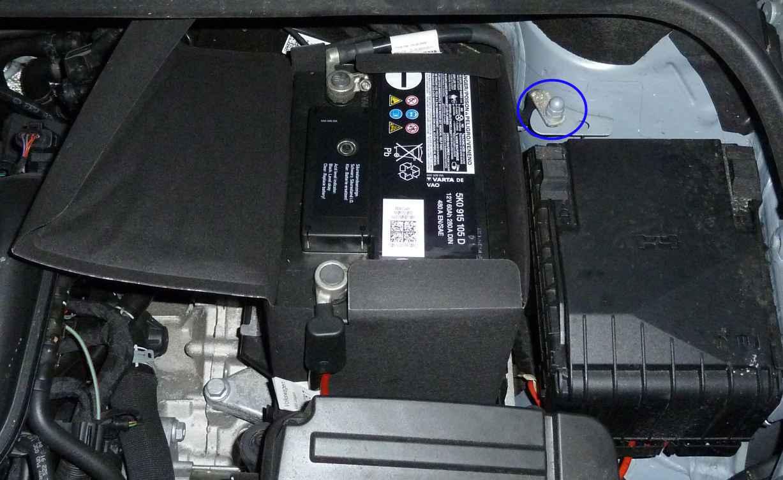 batterie02 batterie ausbauen vw golf 6 204145866. Black Bedroom Furniture Sets. Home Design Ideas