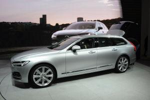 Volvos neuer Kombi V90 stand jetzt in seiner vollen Länge von 4,96 Metern in Genf