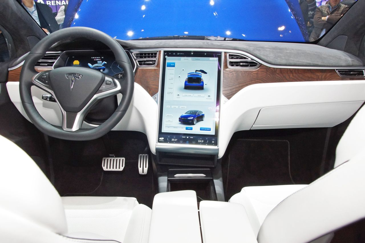 tesla model x europa preise ver ffentlicht. Black Bedroom Furniture Sets. Home Design Ideas