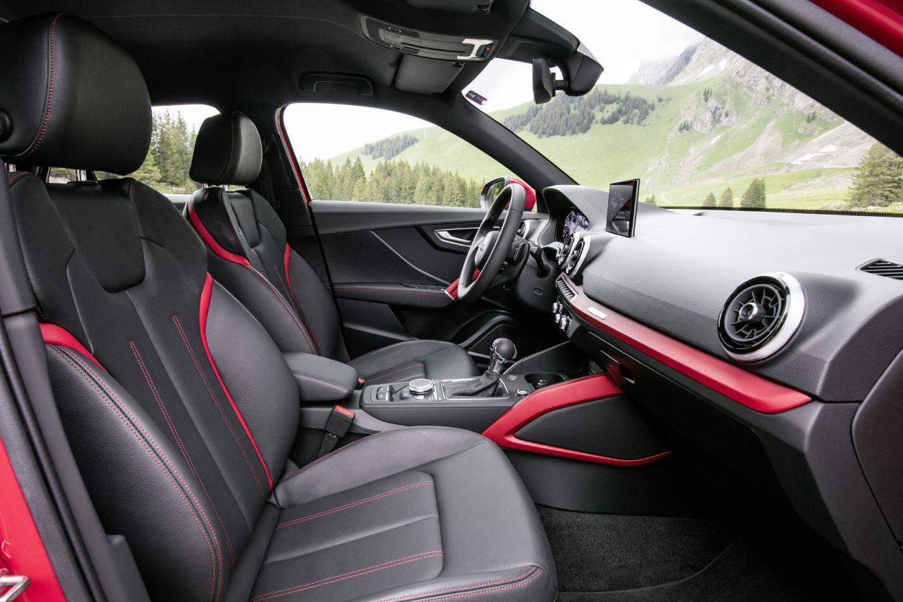 Audi q2 1 5 tfsi blick in den innenraum so f hrt das for Interieur q3 s line