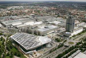 BMW-Zentrale in München: Der Autobauer fordert bundesweit einheitliche Regelungen - und liegt damit auf einer Linie mit der Opposition im Bundestag