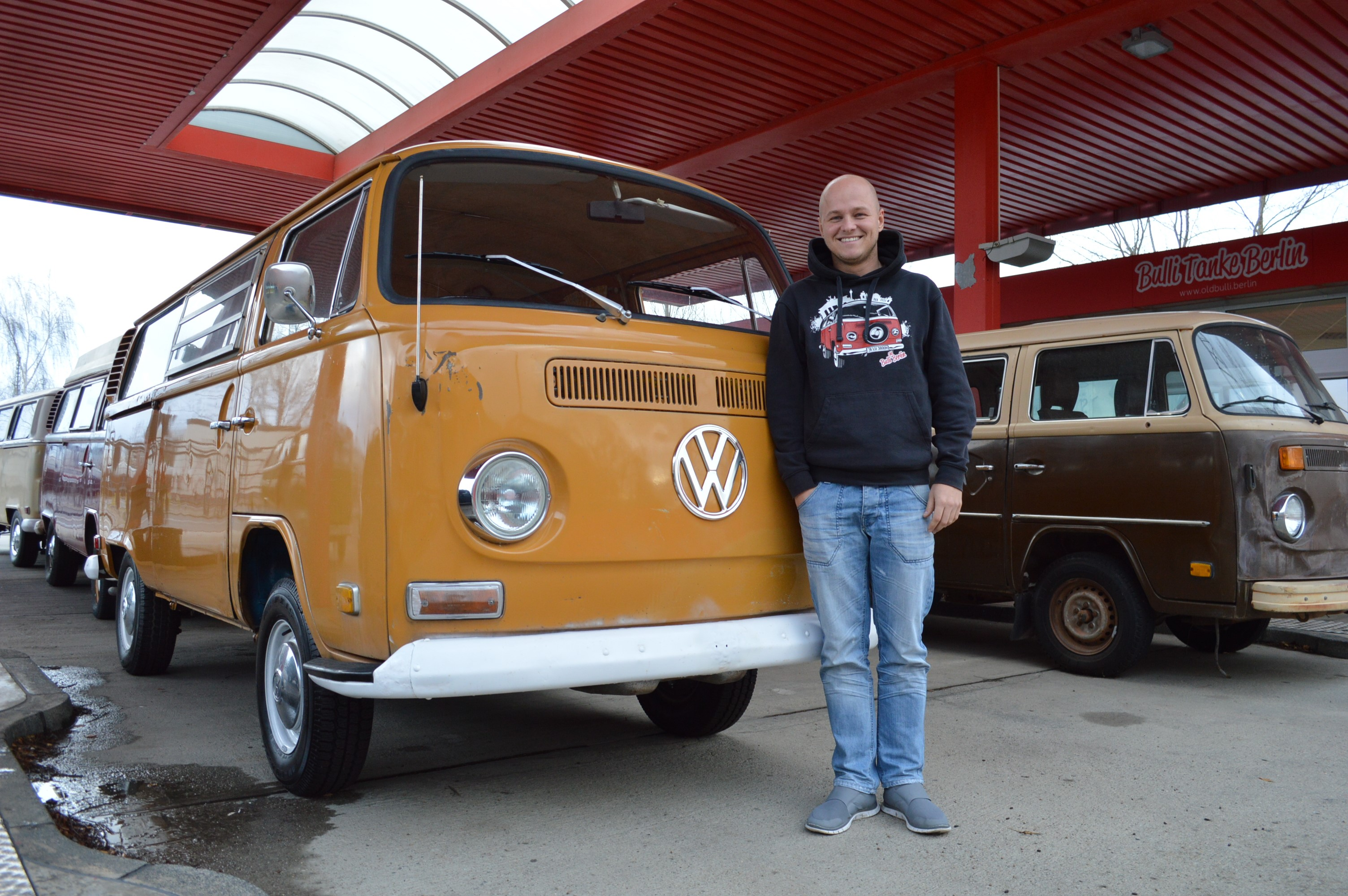zu besuch bei old bulli berlin vw bus h ndler t2 vermietung. Black Bedroom Furniture Sets. Home Design Ideas