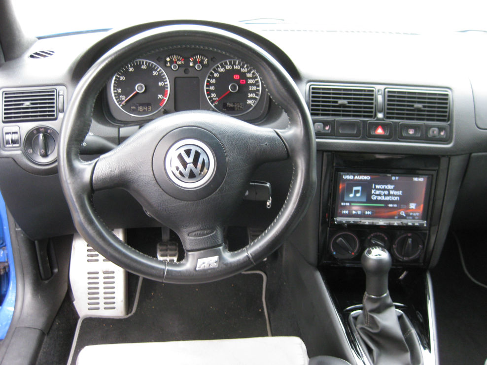 cockpit vw golf iv 1j 1 6 test testberichte 207500055. Black Bedroom Furniture Sets. Home Design Ideas