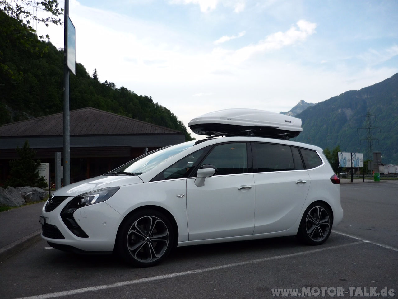 dachbox welche dachbox habt ihr f r den zafira tourer opel zafira tourer 206743938. Black Bedroom Furniture Sets. Home Design Ideas