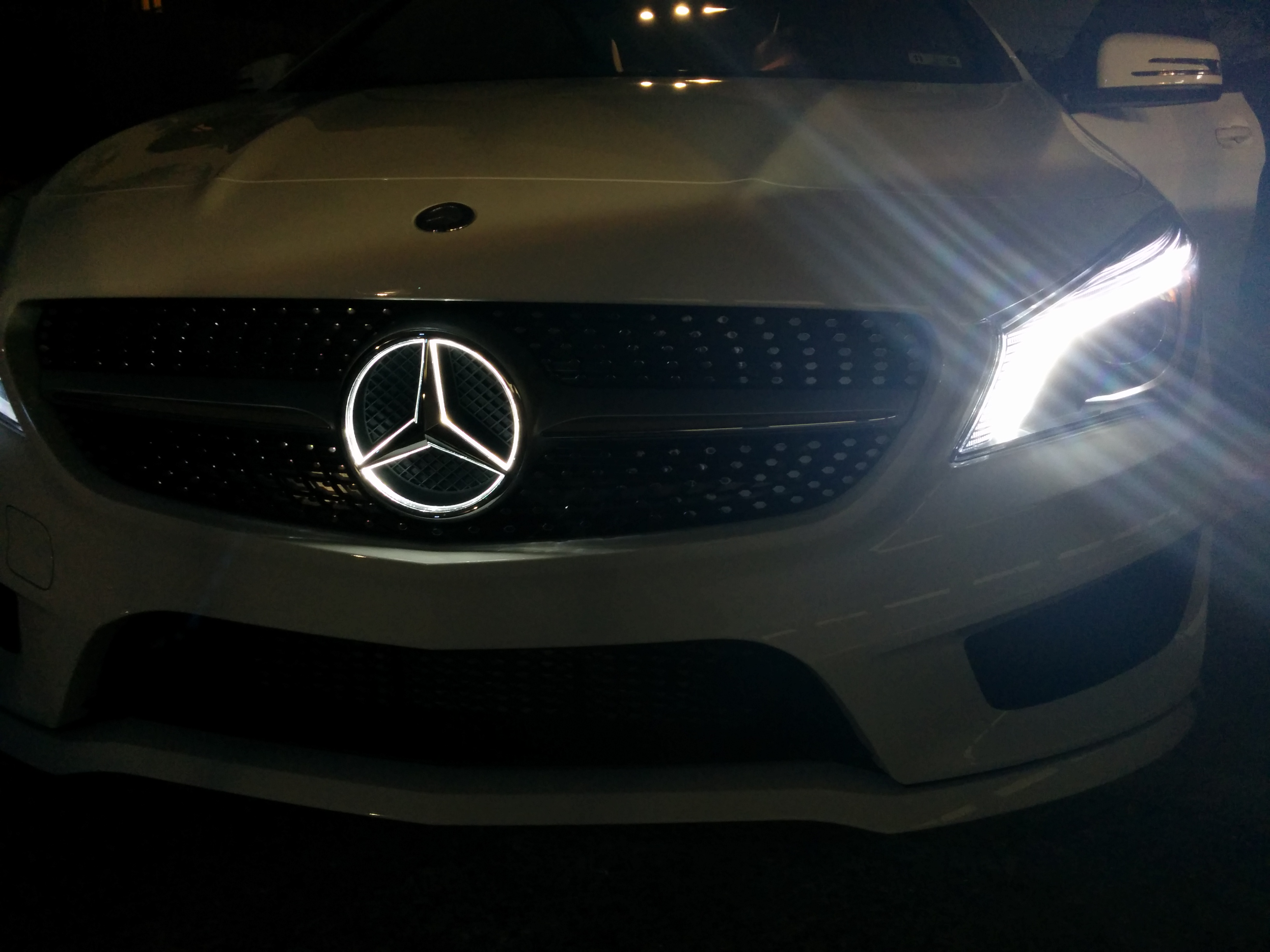 Cla stern mercedes leuchtener stern w hrend der fahrt for Mercedes benz led star