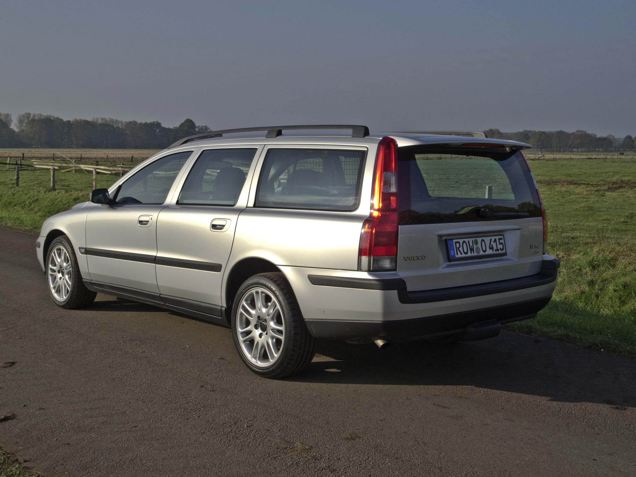 Volvo V70 D5 AWD Allrad Vollausstattung 190PS 1.Hand : Biete
