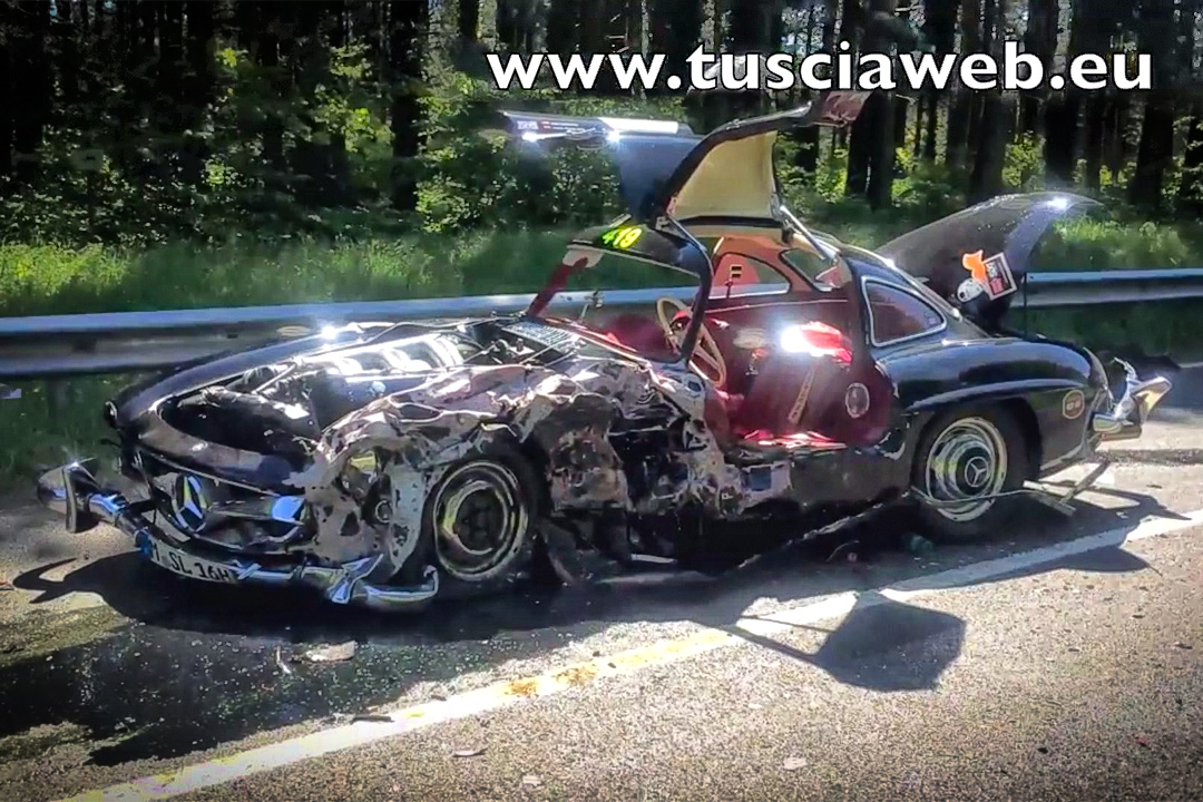 Sixt Br 252 Der Unfall In Mercedes 300 Sl Gullwing Mercedes