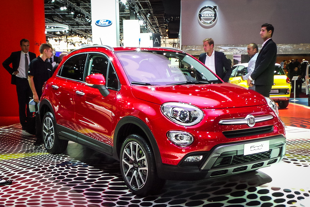 fiat 500x premiere in paris fiat 500 x. Black Bedroom Furniture Sets. Home Design Ideas
