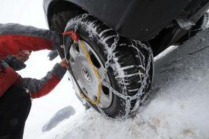 Schneeketten gehören beim Allrader auf die Achse mit dem höheren Antriebsmoment.