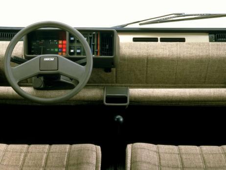fiat panda innenraum eine alte spardose der polo neger 205173211. Black Bedroom Furniture Sets. Home Design Ideas