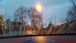 Ablaufspuren bei stehendem Fahrzeug im Regen