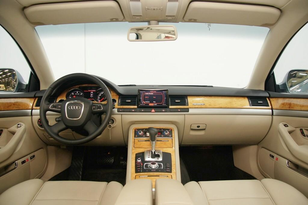 audi a8 innen cockpit hilfe will einen a8 3 0 tdi kaufen. Black Bedroom Furniture Sets. Home Design Ideas