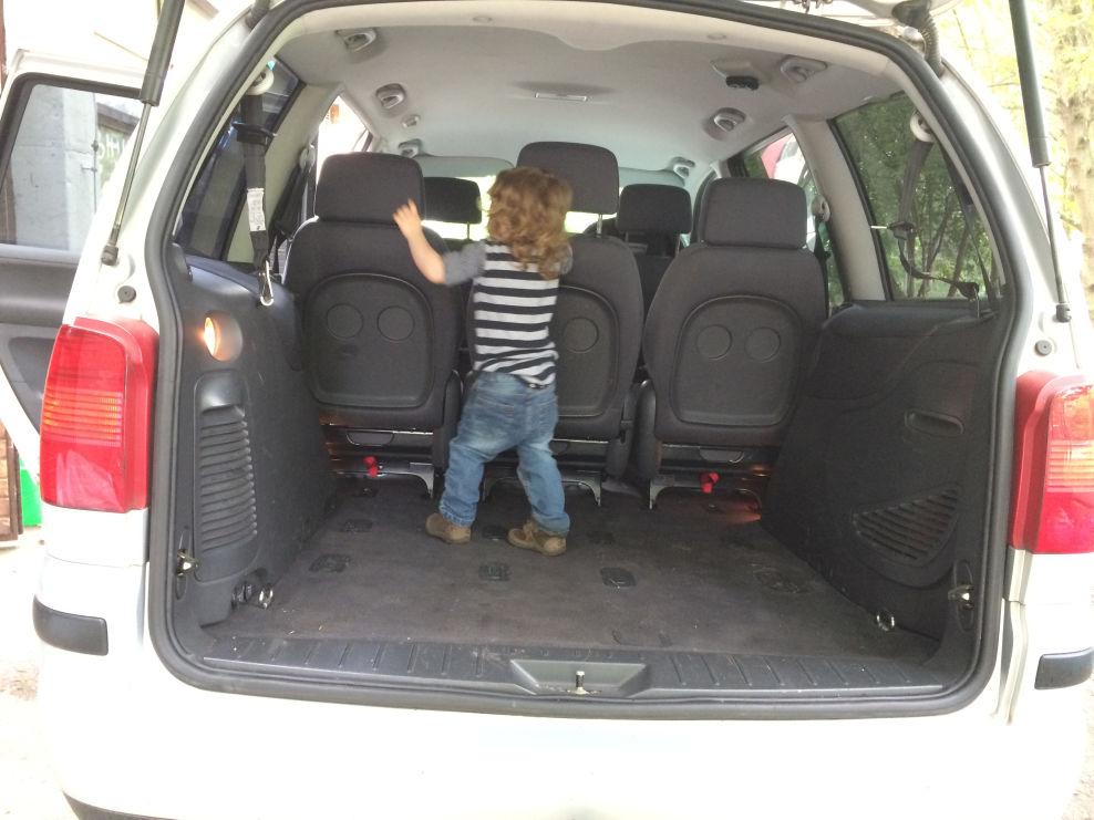 riesiger kofferraum im seat alhambra seat alhambra 1. Black Bedroom Furniture Sets. Home Design Ideas