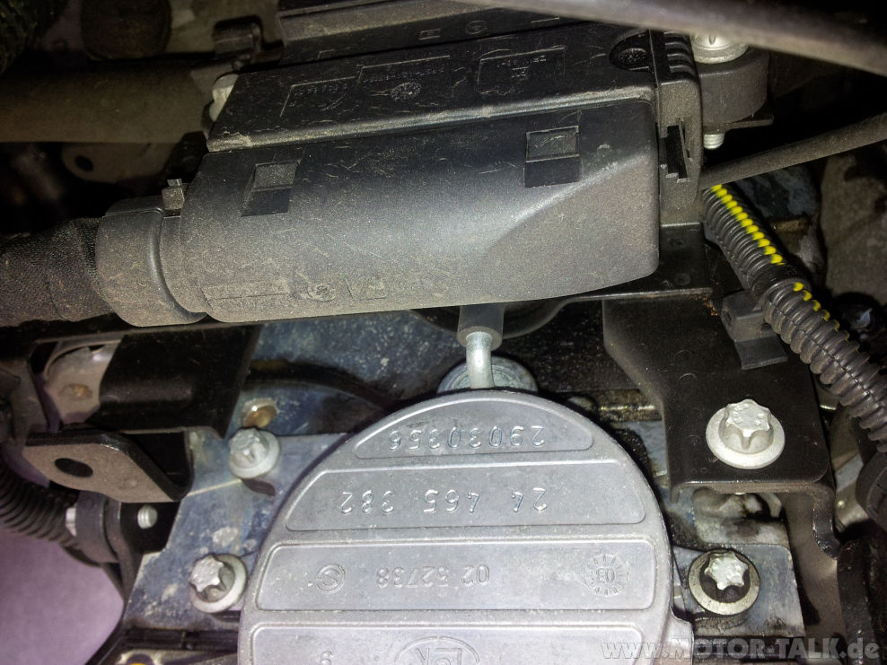 20130526 091718 öl Im Motorraumrechts Bzw Links Vom Motor