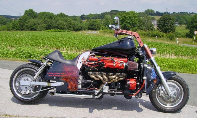 Das Motorrad in Eigenbau leistet dank V12-Motor 425 PS.