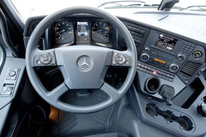 Das Lenkrad des Mercedes Arocs ist riesig