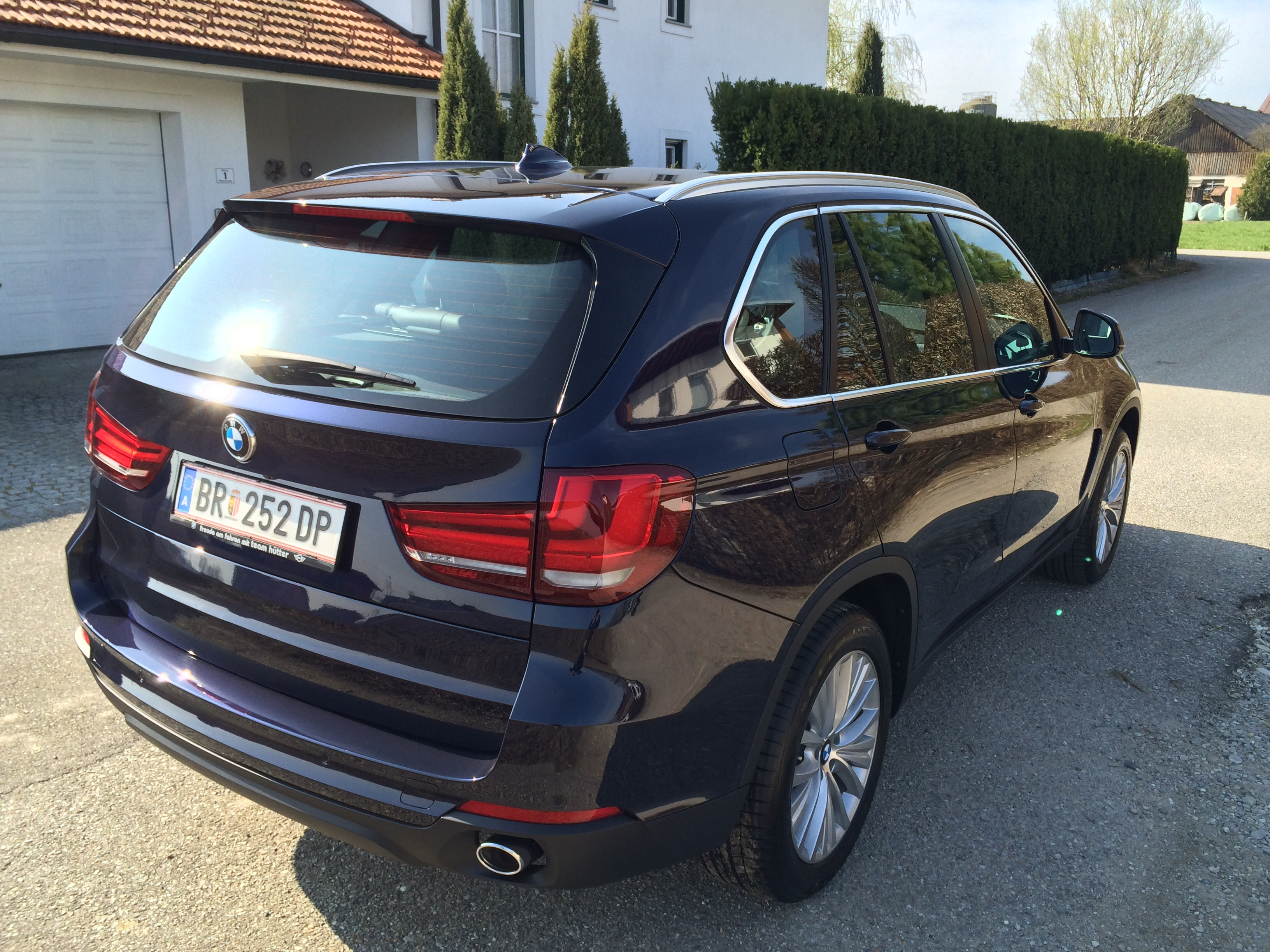 2001 bmw x5 with Image I207638741 on Bmw Pferde I203541871 together with Mercedes Benz C Class Fb0057dcad17a697 furthermore Bangle Butt in addition 2001 Bmw X5 4 4l Sport Silver Black 120652 together with Sicherungskasten I203722648.