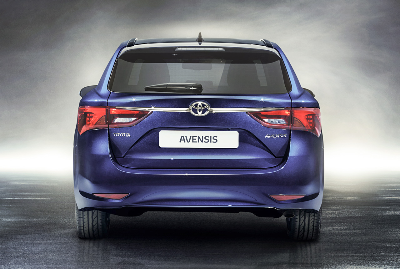 toyota avensis facelift 2015 sitzprobe toyota avensis 3. Black Bedroom Furniture Sets. Home Design Ideas
