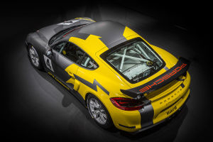 Im Motorsport kuppelt der GT4 doppelt
