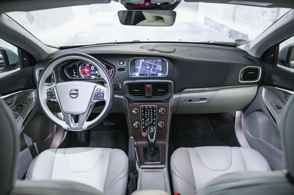 Der innenraum im volvo v40 zeigt sich grundsolide und mit for Innenraum design app