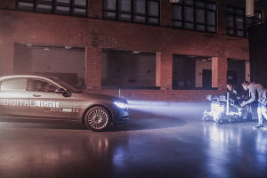 Erste Prototypen der neuen Scheinwerfergeneration mit HD-Technik präsentierte Daimler im November an einem Versuchsträger