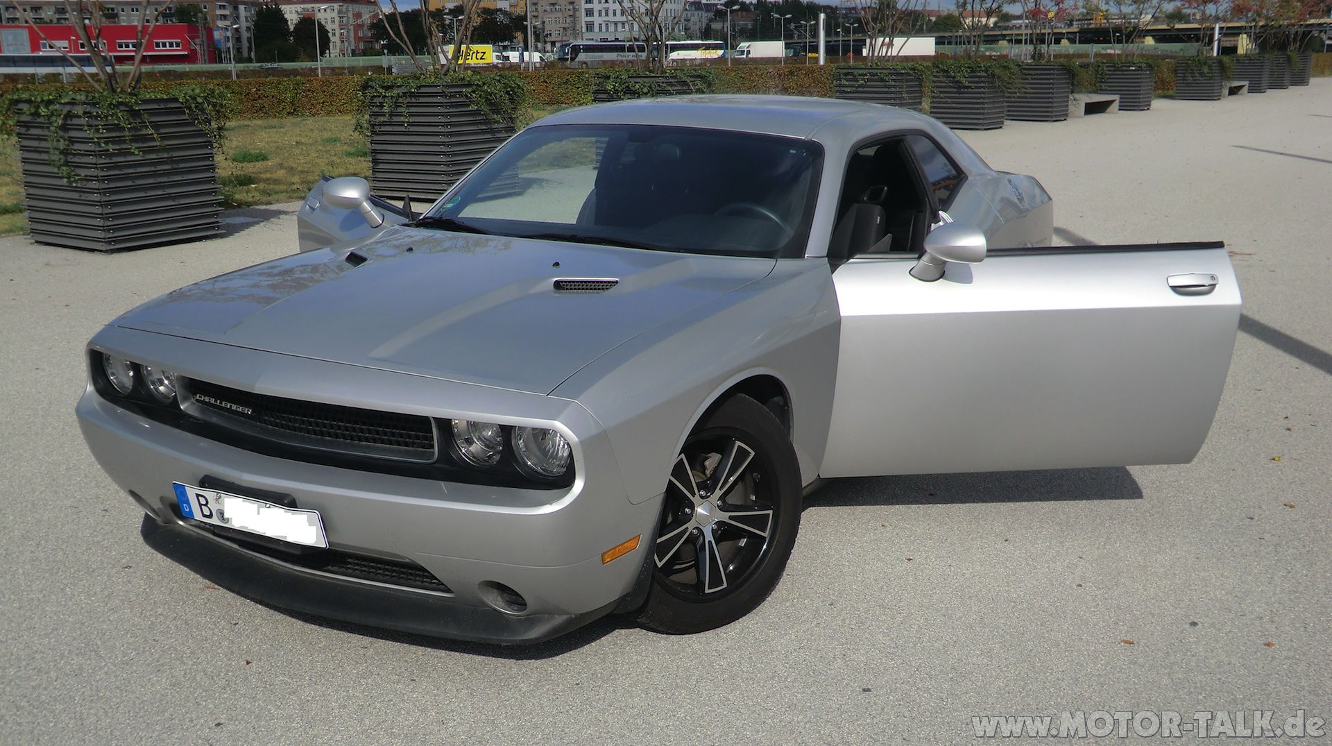 dodge challenger 2012er biete. Black Bedroom Furniture Sets. Home Design Ideas