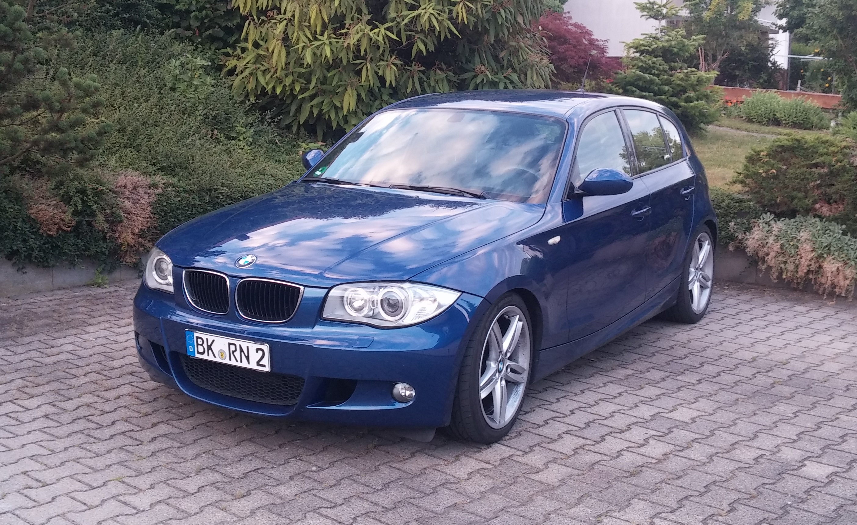 bmw 120i in lemans blau mit m paket xenon klimaautomatik. Black Bedroom Furniture Sets. Home Design Ideas