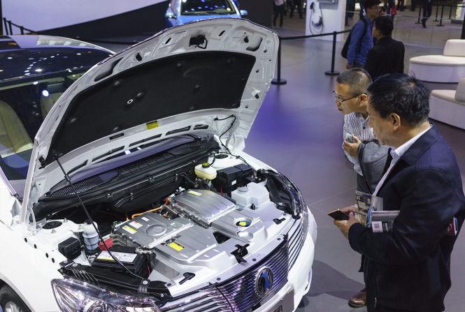 In China wurden 2016 mehr als 500.000 Elektroautos und Hybridfahrzeuge verkauft, ihr Marktanteil liegt bei 1,8 Prozent