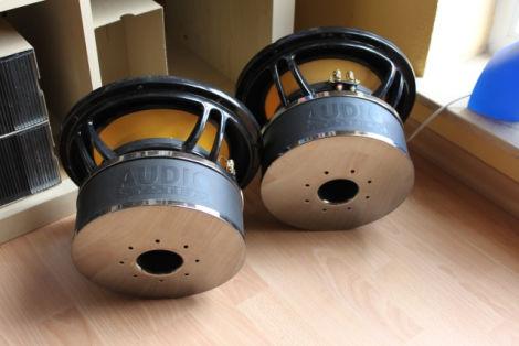 2 st ck audio system helon 12 spl biete. Black Bedroom Furniture Sets. Home Design Ideas