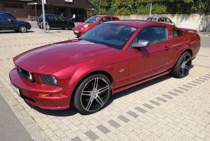 2011 führte Mustang einen nochmal um 100 PS stärkeren Motor ein. In der Version fällt das V8-Spaßgerät allerdings nicht mehr unter unsere Preisgrenze von 15.000 Euro