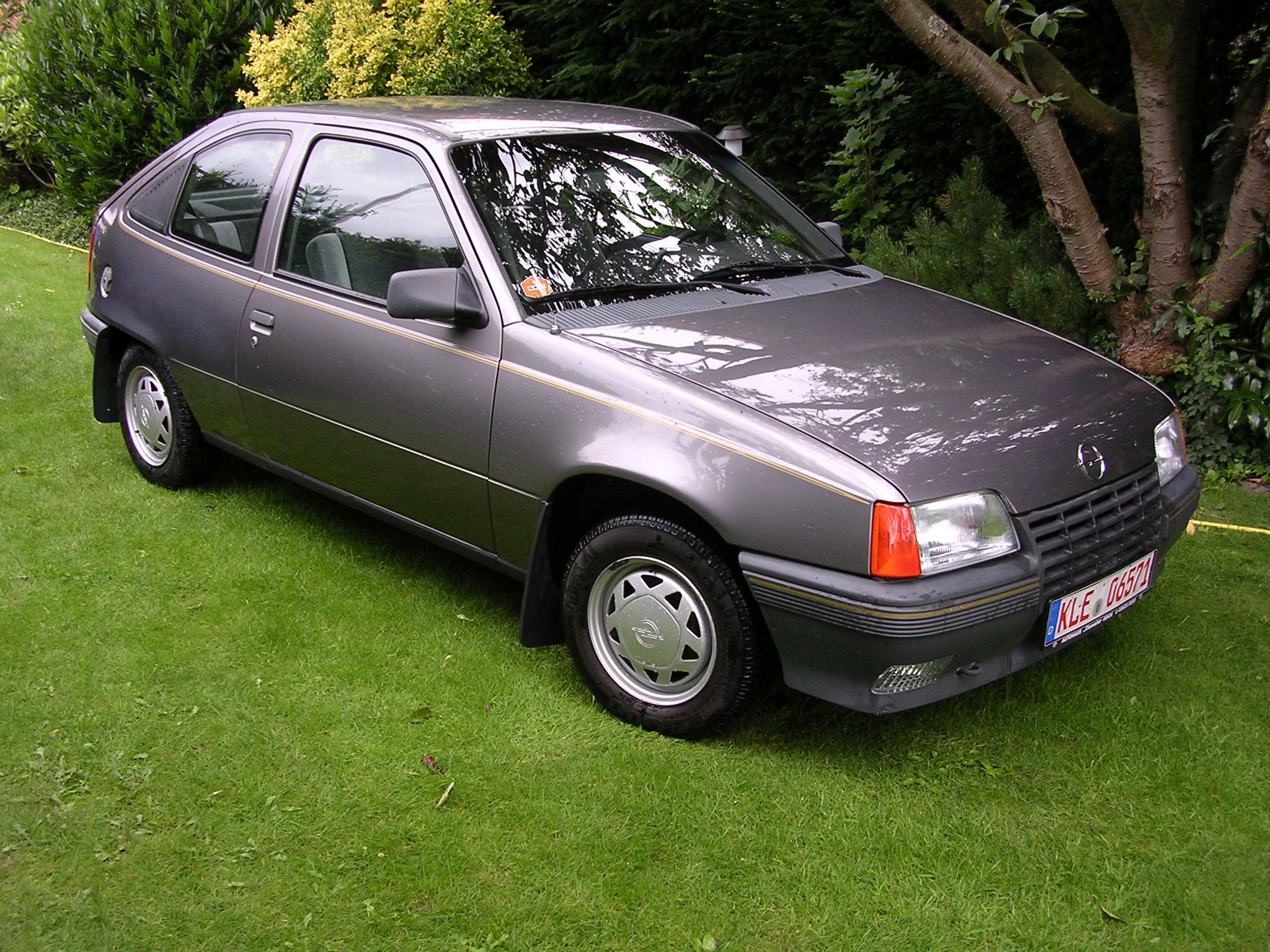 Opel kadett e 1 6 358202 for Opel kadett e interieur