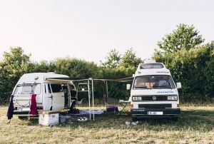 Auf der Insel Poel traf Marlene Tilo mit seinem zum Campervan umgebauten T3 Transporter