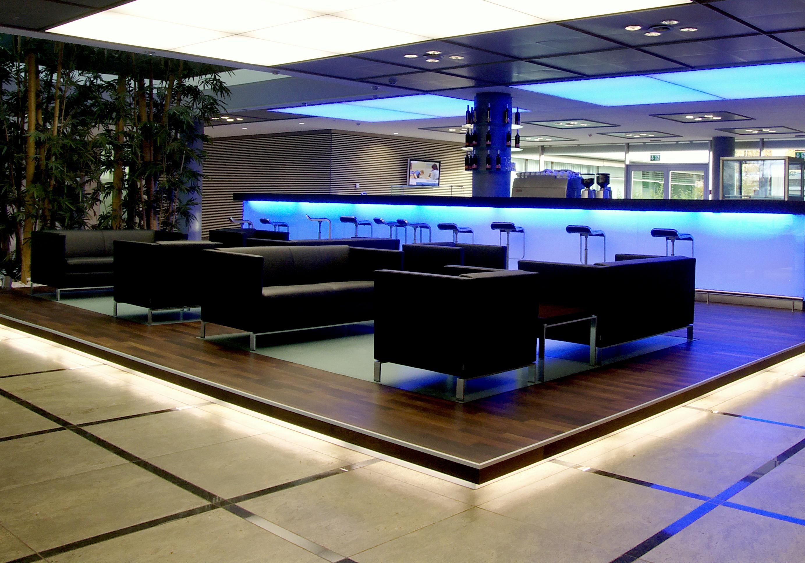 lounge im stand auf der bremse bleiben dann gas geben bmw x3 f25 205805312. Black Bedroom Furniture Sets. Home Design Ideas