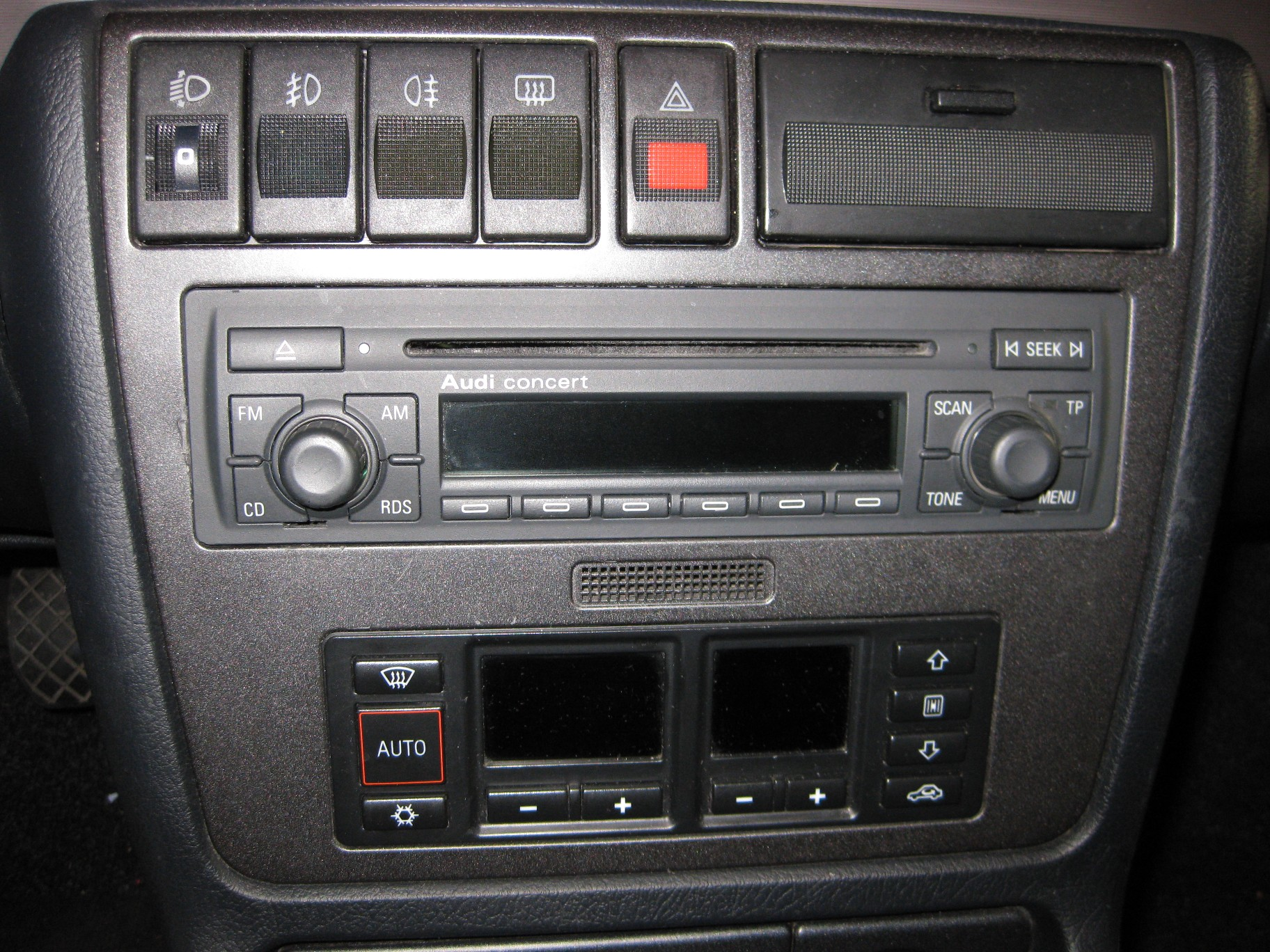 bild 004 audi a4 b5 radio umbau von kassette auf cd. Black Bedroom Furniture Sets. Home Design Ideas