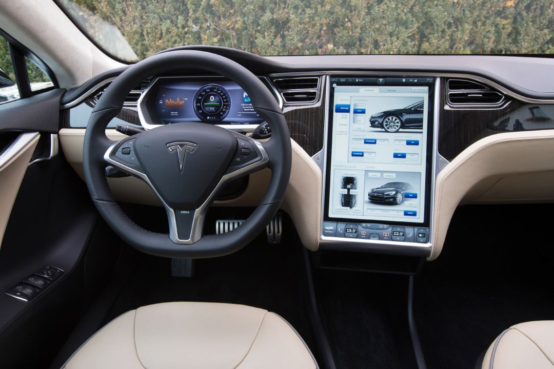 Tesla model s fahrbericht kalifornisch elektrisiert for Interior tesla model s