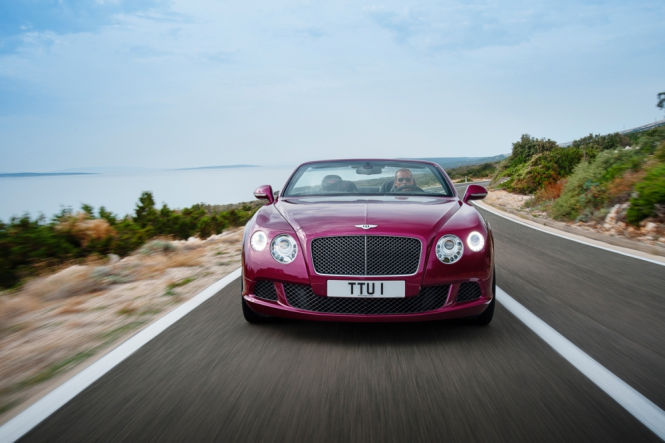 Bentley Continental GT Speed Convertible in polarisierendem rot.