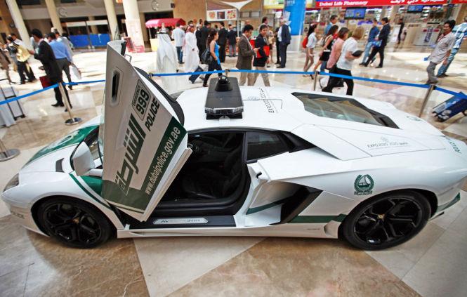 Auch ein Lamborghini Aventador steht den Polizisten zur Verfügung
