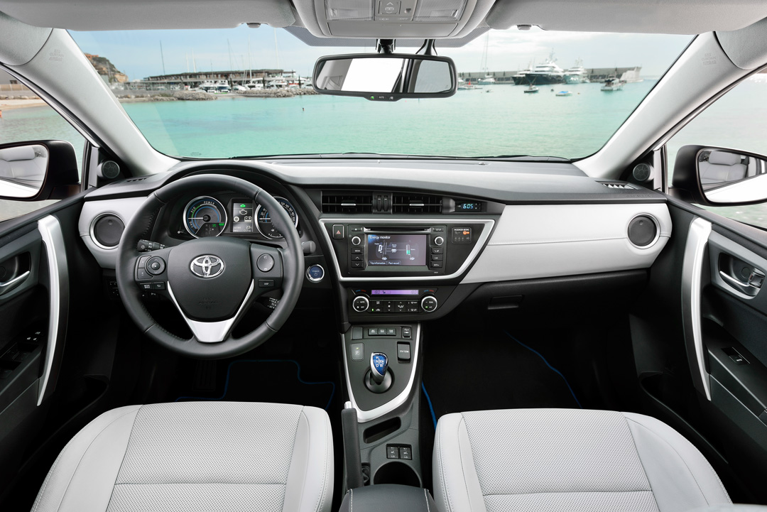 toyota auris hybrid touring sports erste fahrt. Black Bedroom Furniture Sets. Home Design Ideas