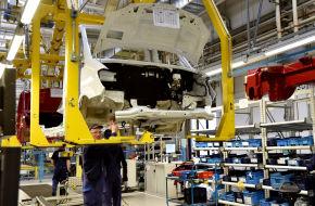 Im Mercedes-Benz-Werk in Ludwigsfelde (Brandenburg) werden Mercedes Transporter montiert