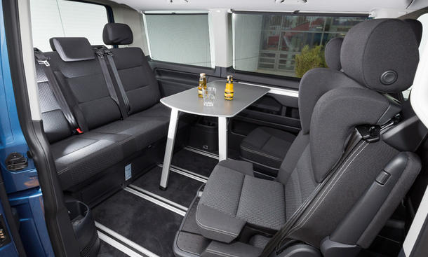 vw multivan t6 klapptisch kaufberatung check musterkonfiguration t6 multivan trendline tsi. Black Bedroom Furniture Sets. Home Design Ideas