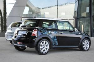 Mini, aber nicht klein: Das Parkplatz-Duell gewinnt Car2Go mit dem Smart