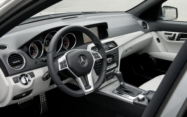 2010 s204 w204 c klasse interieur 03 altbackenes design for Interieur mercedes c klasse