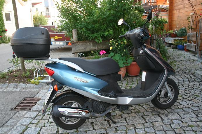 suzuki ue 125 mit soundanlage cd dvd biete motorrad. Black Bedroom Furniture Sets. Home Design Ideas